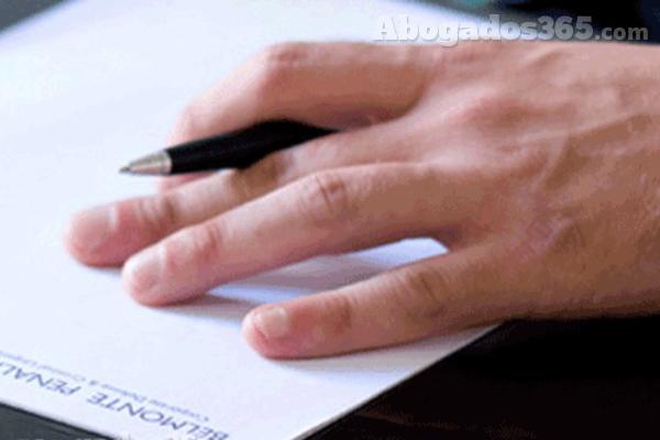 El anteproyecto de la Ley de Servicios Profesionales contempla eliminar el examen de acceso a la abogacía