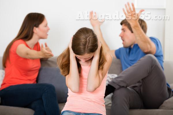 ¿Cómo gestionar un divorcio con hijos mayores de edad pero que viven en casa?