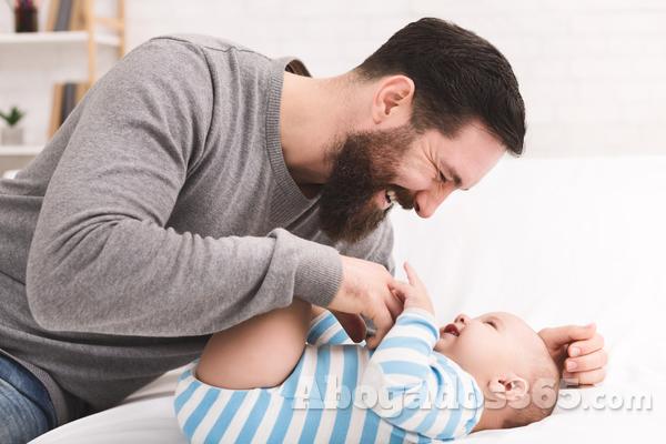 Discriminación en la retribución variable en los casos de permiso de paternidad.