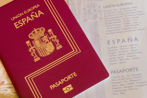 ¿Como se obtiene la nacionalidad española por residencia?