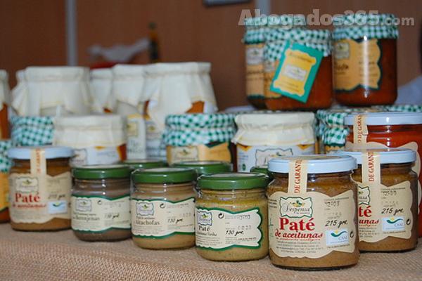 El derecho agroalimentario trata el trato y manejo de todo tipo de materias primas o alimentos.
